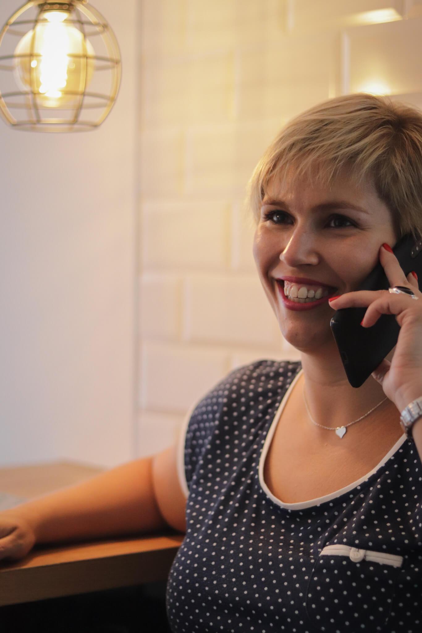 Lorena al telefono